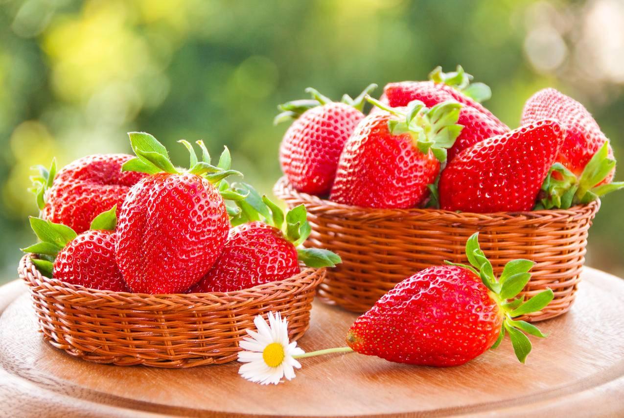 新鲜草莓,篮子,鲜花,红色草莓高清图片