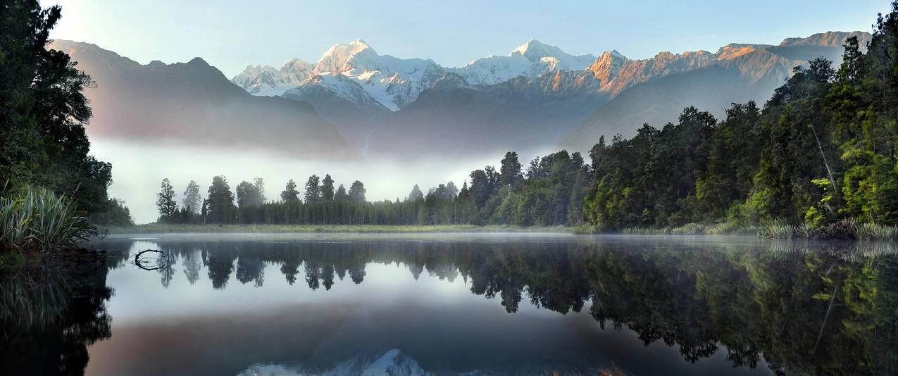 美丽的湖水与雪山3440x1440风景壁纸