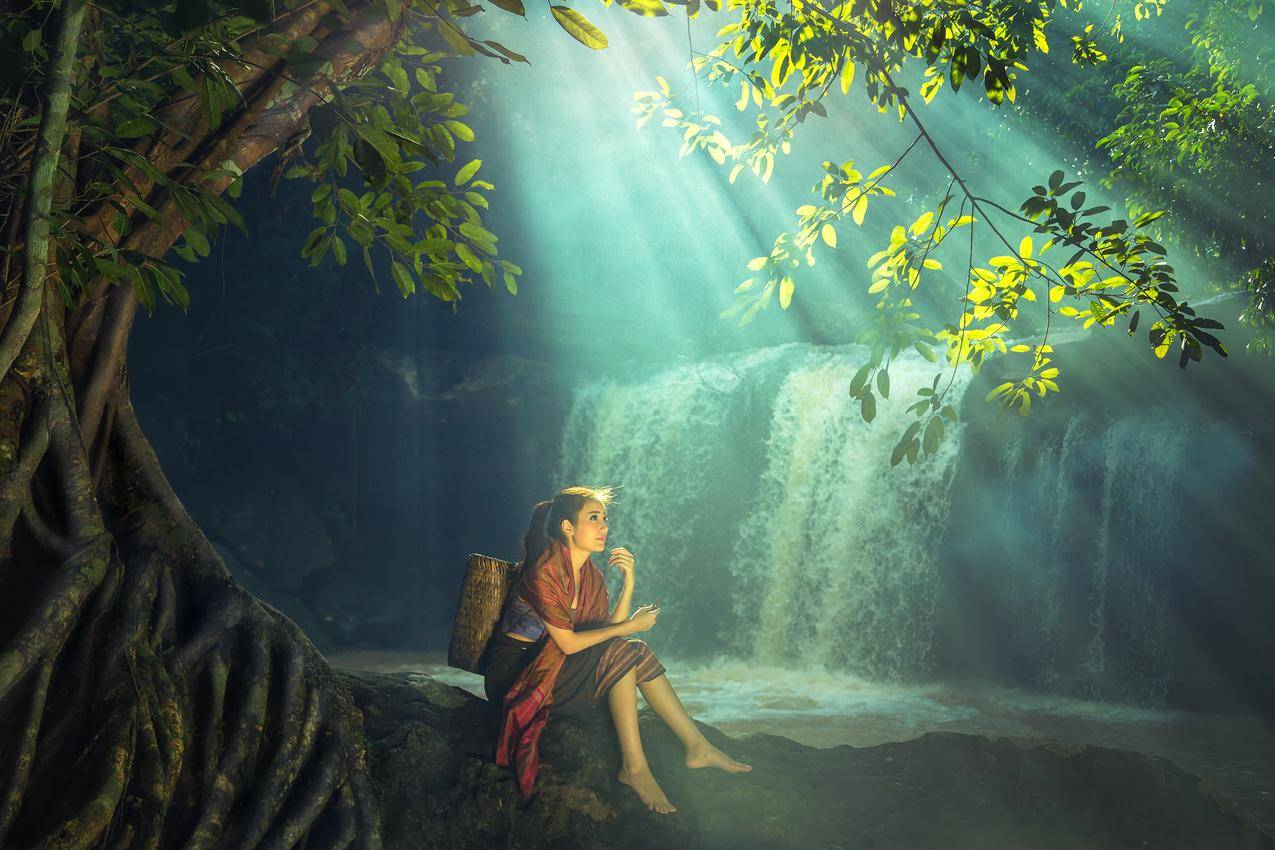 森林,树木,瀑布,阳光,美丽姑娘,竹框,4K风景美女壁纸