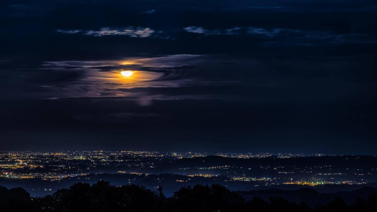 晚上,月亮,云,城市,4K风景壁纸