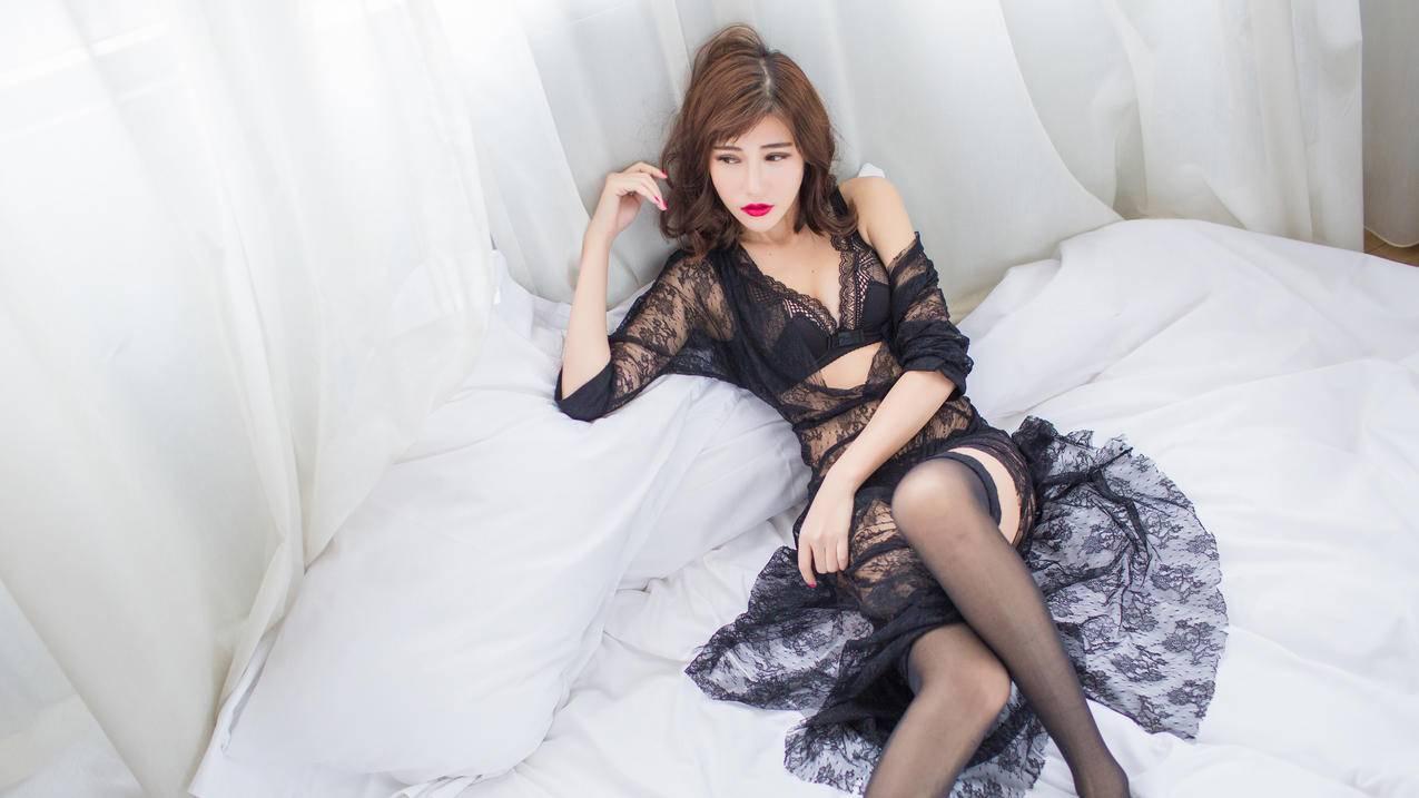 黑色丝绸睡衣,黑色丝袜美腿,Sandy陈天扬4K壁纸