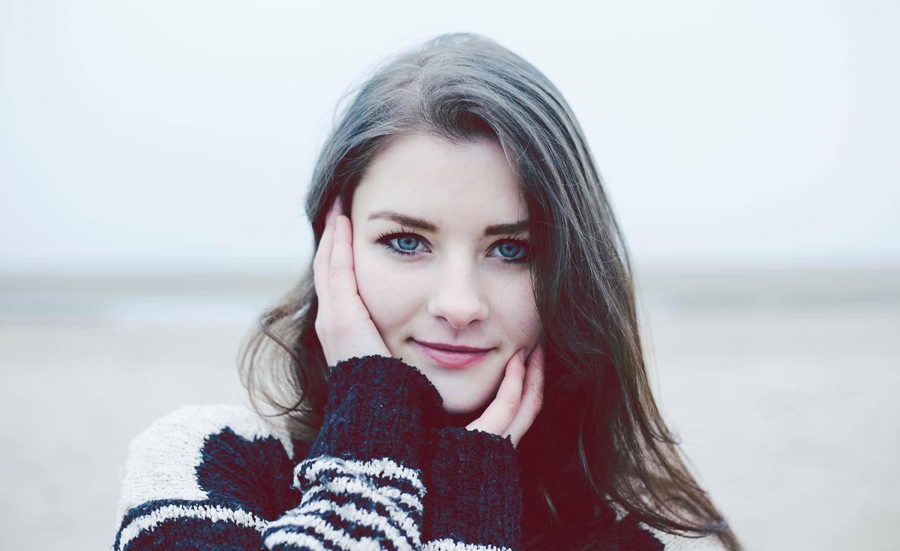 蓝色眼睛女孩唯美人物摄影5K壁纸