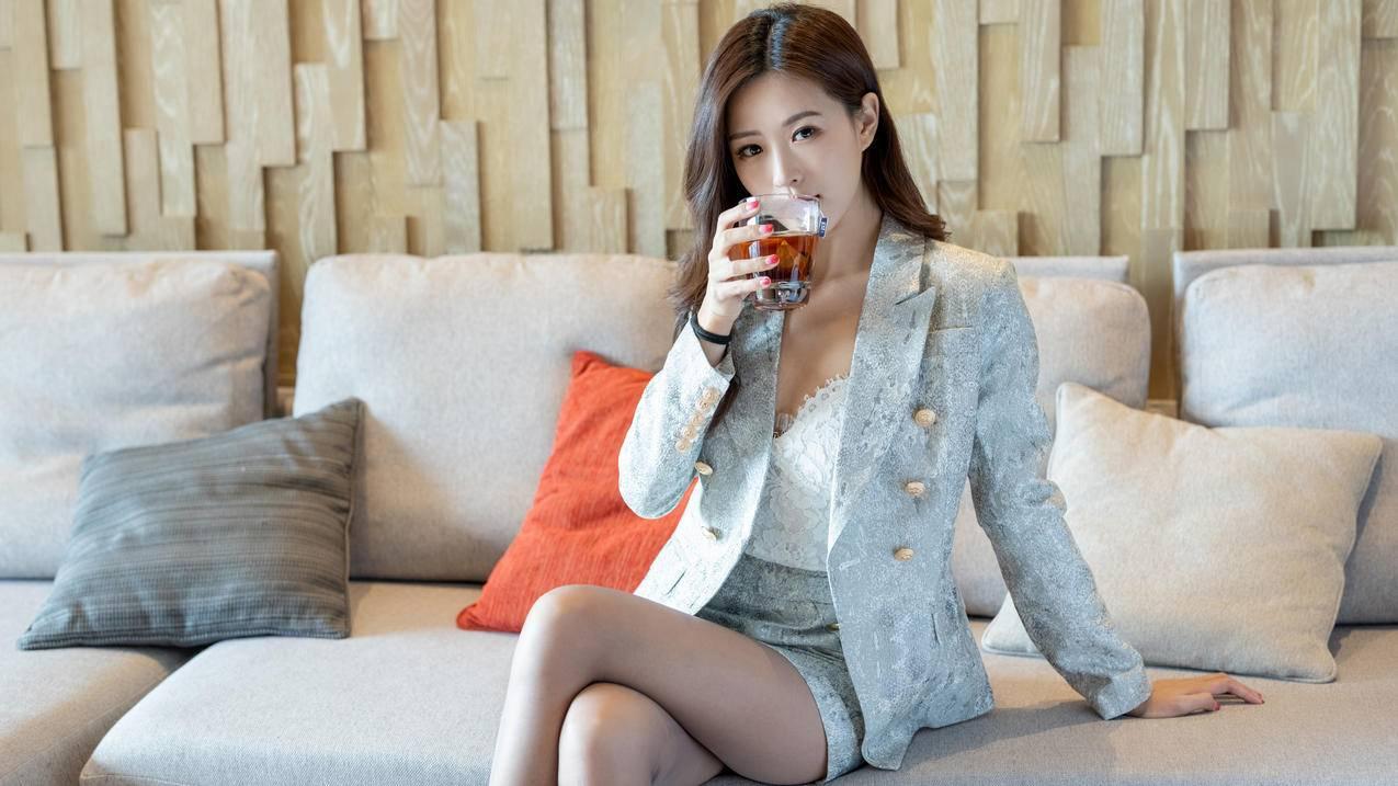 西装短裙女神杨紫嫣4k壁纸