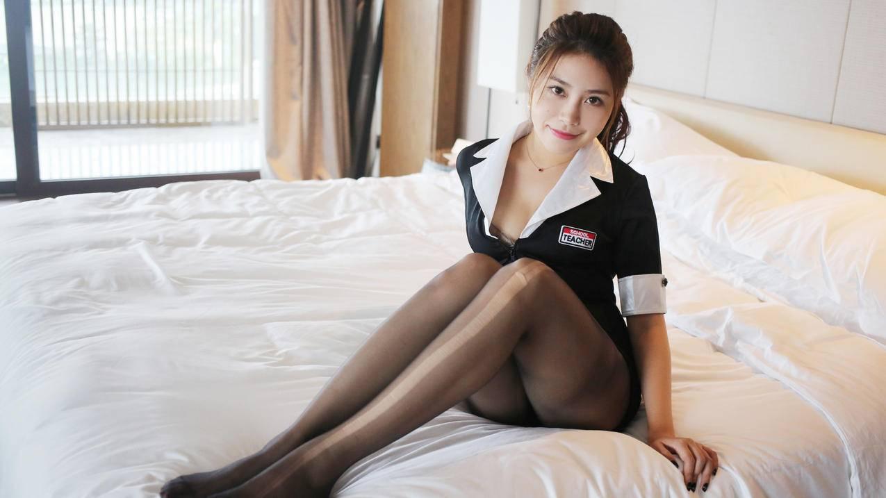 床上黑色丝袜美女模特许诺Sabrina,4K壁纸