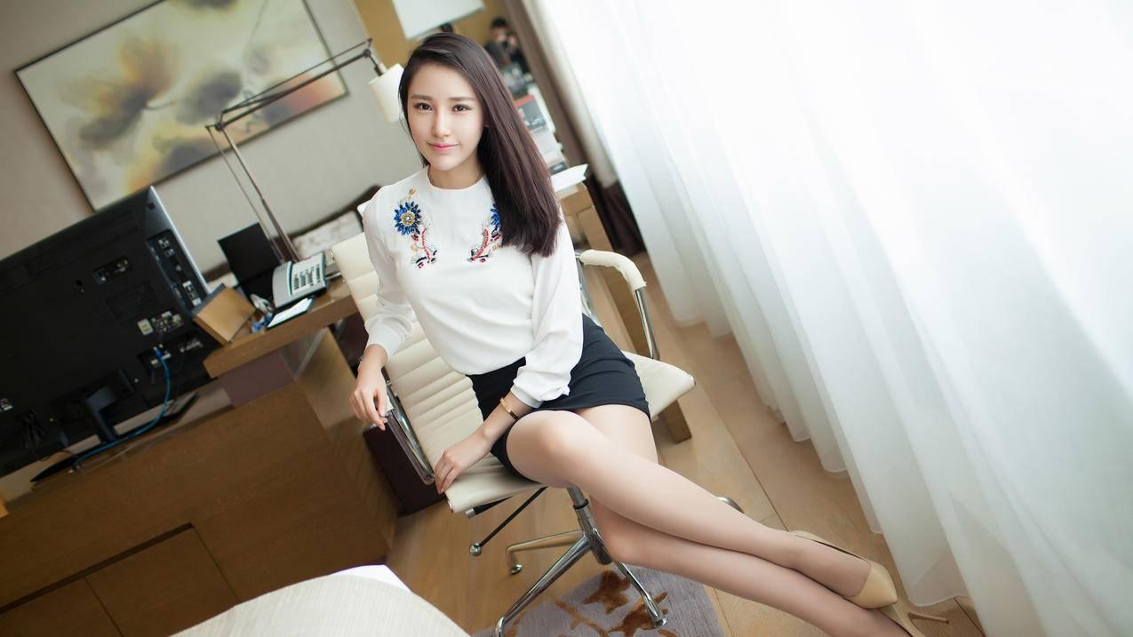 刘奕宁Lynn,白色衣服,黑色短裙,长发清新美女4K壁纸