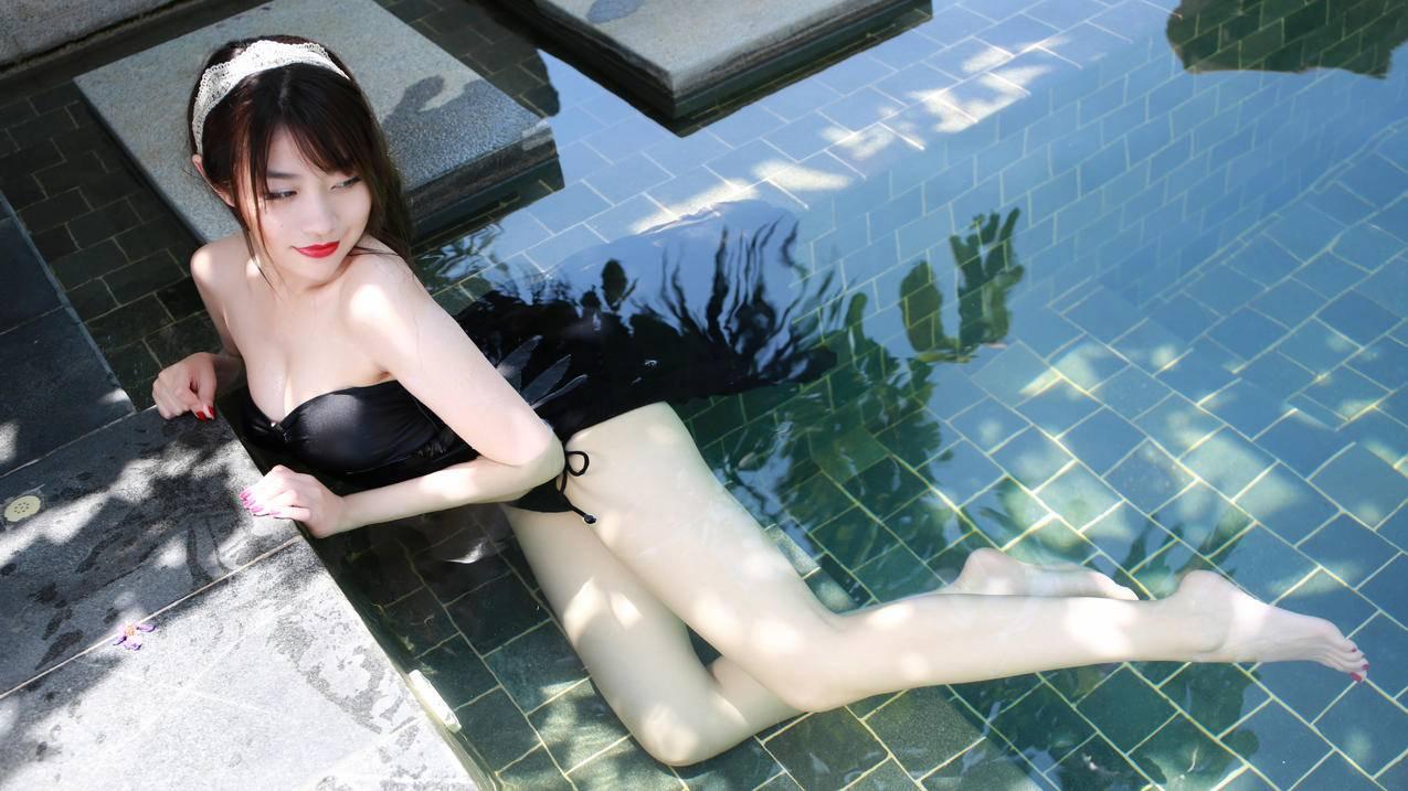 游泳池美女,许诺Sabrina,5K壁纸