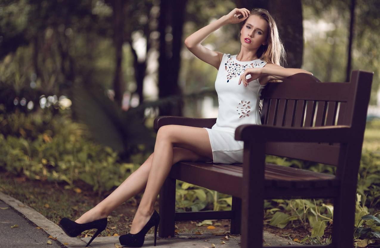 公园,椅子,长腿美女模特,5K壁纸