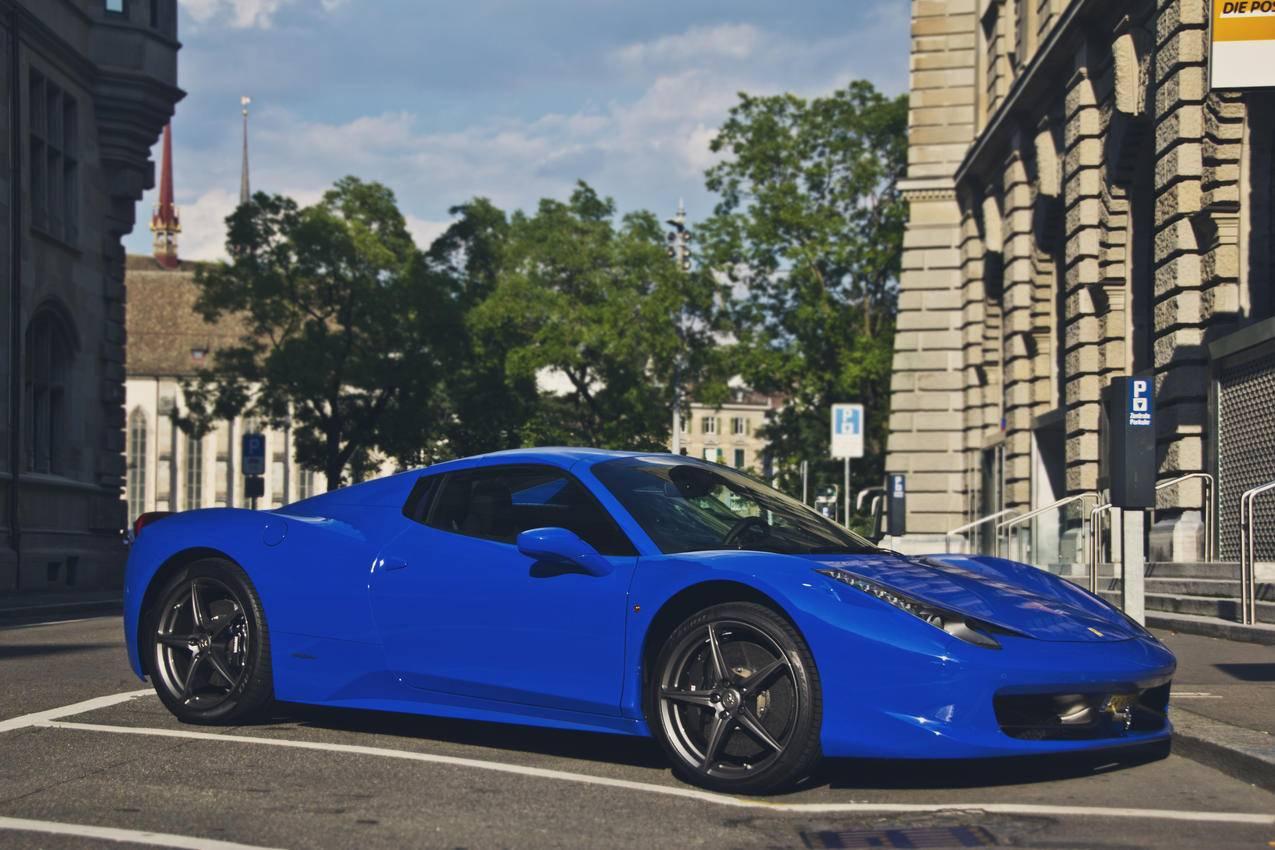 蓝色法拉利458超级跑车4K壁纸