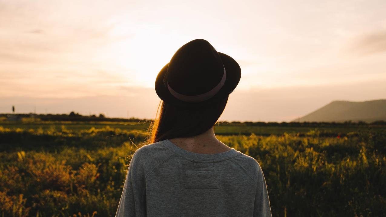 远望的女孩4k风景图片