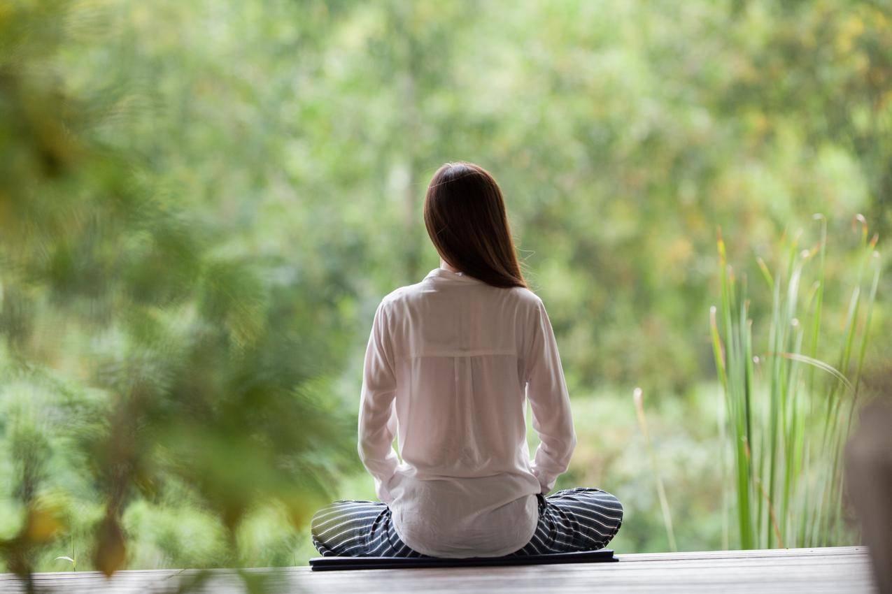 女孩,盘腿坐姿,打坐,瑜伽,5K图片