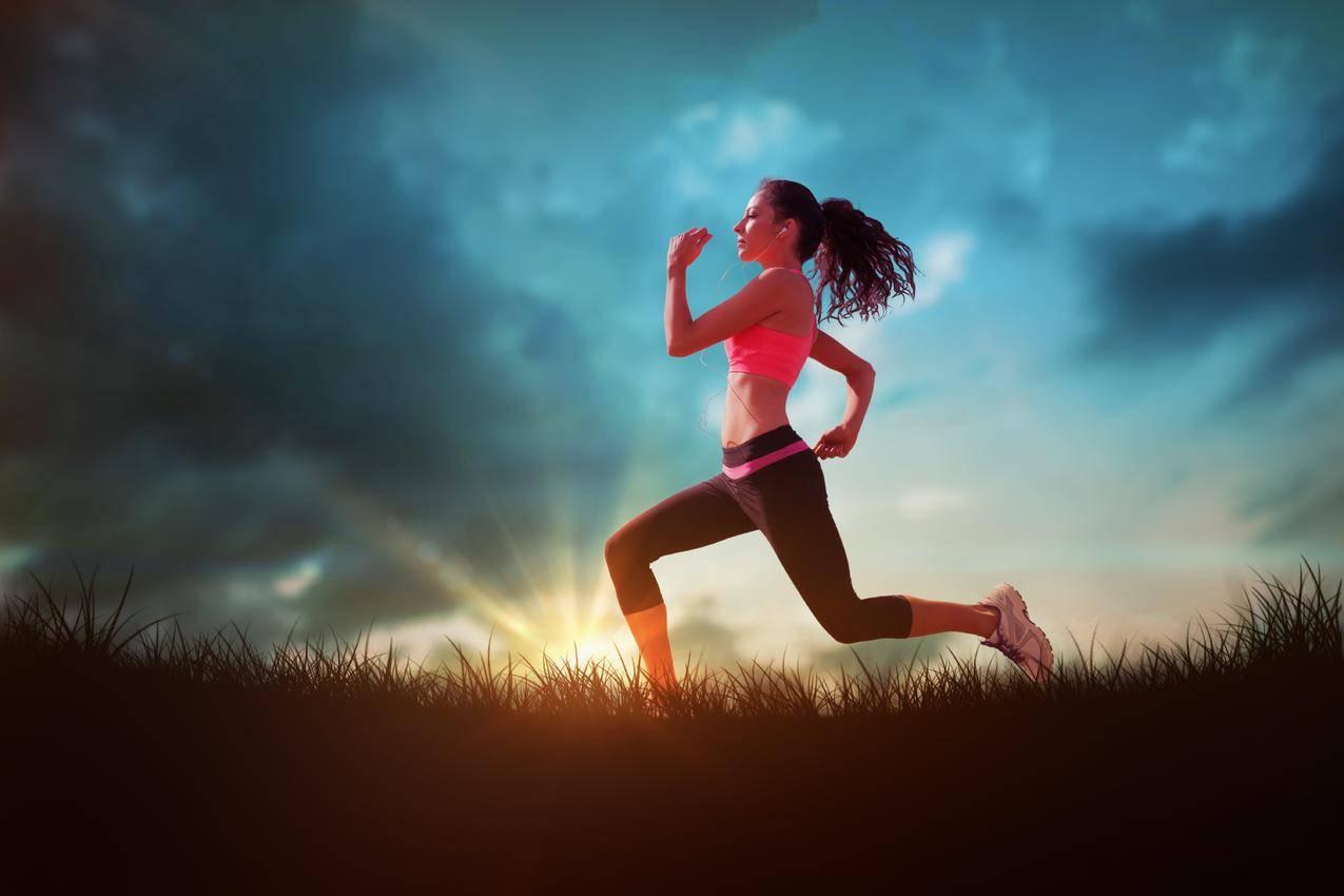 运动,跑步,女孩,天空,云,6K壁纸